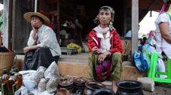 Padaung woman selling handmade on market in Loikaw, Myanmar Stock Footage
