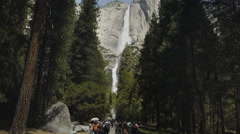 Walking the trail to yosemite falls Stock Footage