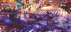 Crowds converge at Shibuya Crossing in Tokyo, Japan Stock Photos