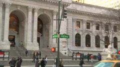 Zoom in to street signs in front of NY Public Library: Fifth Ave / West 41st St Stock Footage