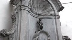 Manneken Pis statue, symbol of Brussels, Belgium Stock Footage
