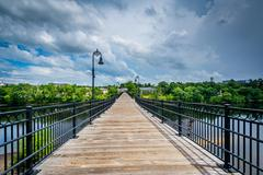 Pedestrian bridge over the Merrimack River,  in Manchester, New Hampshire. Kuvituskuvat
