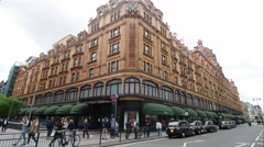 Time lapse of traffic at Harrods shopping center on Brompton Road Stock Footage