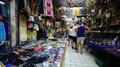 Tourist buys souvenirs at a street shop in Khao San Road Stock Footage