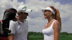 Instructor ask question to the female player about golf Arkistovideo
