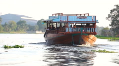Tourist boat travel along the river at floating market Stock Footage