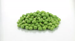 Zoom heap of ripe, fresh green peas Stock Footage
