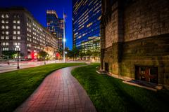 Walkway adjacent to Trinity Church and modern buildings at Copley, in Back Ba Stock Photos