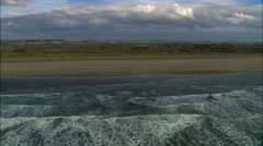 Good Low Track Over Breaking Waves At Braunton Sands Arkistovideo