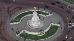 Queen Victoria Monument In Front Of Buckingham Palace Stock Footage