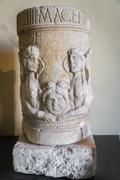 Roman funeral stone urn. Kuvituskuvat