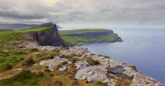 Walking along the steep cliffs over Oisgill Bay on the Isle of Skye Stock Footage