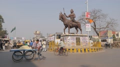 Traffic circle with statue,Gorakhpur,India Stock Footage