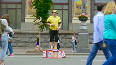 Girl throws money wag, mime and he begins to juggle balls Stock Footage