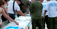 Marines treat soldier's porridge everyone at the festival airborne Stock Footage