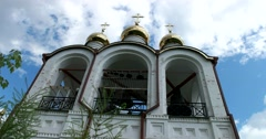 Pereslavl, bells ancient bell tower, the gilded dome looking to the blue sky Stock Footage