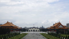 Timelapse of People around entrance gate to Chiang Kai Shek memorial hall-Dan Stock Footage