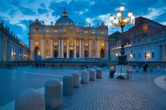 St. Peters and Piazza San Pietro at dusk, Vatican City, UNESCO World Heritage Kuvituskuvat