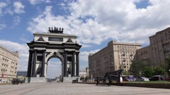 Memorial arc at Victory Square, city traffic at road, empty promenade at daytime Stock Footage