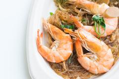 Casseroled prawns/shrimps with glass noodles, Thai food. Kuvituskuvat