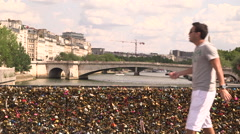 Couple walks on the Pont des Arts in Paris Stock Footage