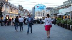 People walk along Kuznetsky Most pedestrian street. Stock Footage