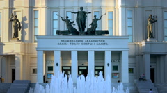 Fountain Turns on and Off in Front of Opera and Ballet Theatre in Minsk Stock Footage