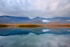 Autumn color at Maliy Vudjavr Lake, Khibiny mountains, Kola Peninsula, Russia Stock Photos