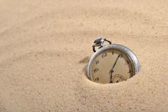 Antique pocket watch in sand Kuvituskuvat