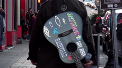 A country musician with guitar walking through Nashville Tennessee Arkistovideo