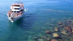 MANAROLA, ITALY – SEPTEMBER 2014: Little cruise ship arrives on the coast. Five Stock Footage