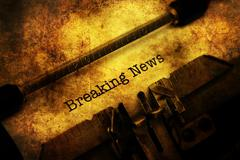 Breaking news on typewriter grunge concept Kuvituskuvat