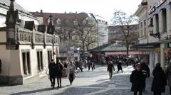 People walking over the Viktualienmarkt in Munich. Stock Footage