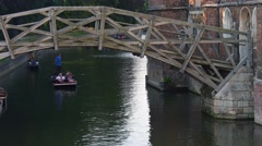UK, England, Cambridgeshire, Cambridge, River Cam, Mathematical Bridge, Punting Stock Footage