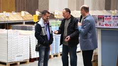 SuperMarket, promoter talk with buyers Stock Footage