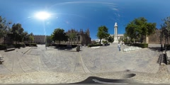 360 view next to the Cathedral de Sevilla Stock Footage