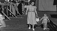 Sacramento County fair 1938: mother with her daughter Stock Footage