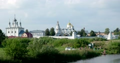 White stone monastery, churches, the Bank of the river, bathe children Stock Footage