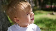 The child stares into the sun Stock Footage