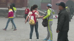 Chinese take pictures with cell phones  Stock Footage