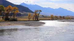 Yellowstone River wanders through the Paradise Valley, Montana Stock Footage