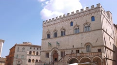 Panoramic shot of Perugia main square with palace and fountain, Italy Stock Footage