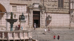 Perugia Cathedral side entrance behind Fontana Maggiore fountain, Italy Stock Footage