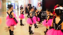 The little actors who take part in the street dance competition Stock Footage