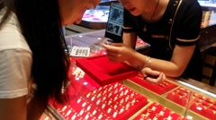 Chinese young women in the gold shop to buy gold rings Stock Footage