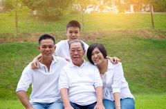 Multi-Generation Chinese Family Kuvituskuvat
