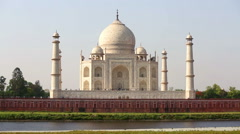 Taj Mahal on a bright and clear day Stock Footage