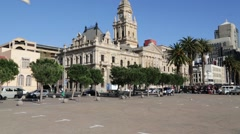 Town hall  in the square of cape town south africa Stock Footage