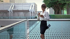 Business woman eating salad on lunch break and stay in business district. Stock Footage