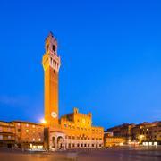 Piazza del Campo with Palazzo Pubblico at night, Siena, Italy Stock Photos